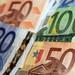 Euro on defensive after ECB bond buy report, yen slips