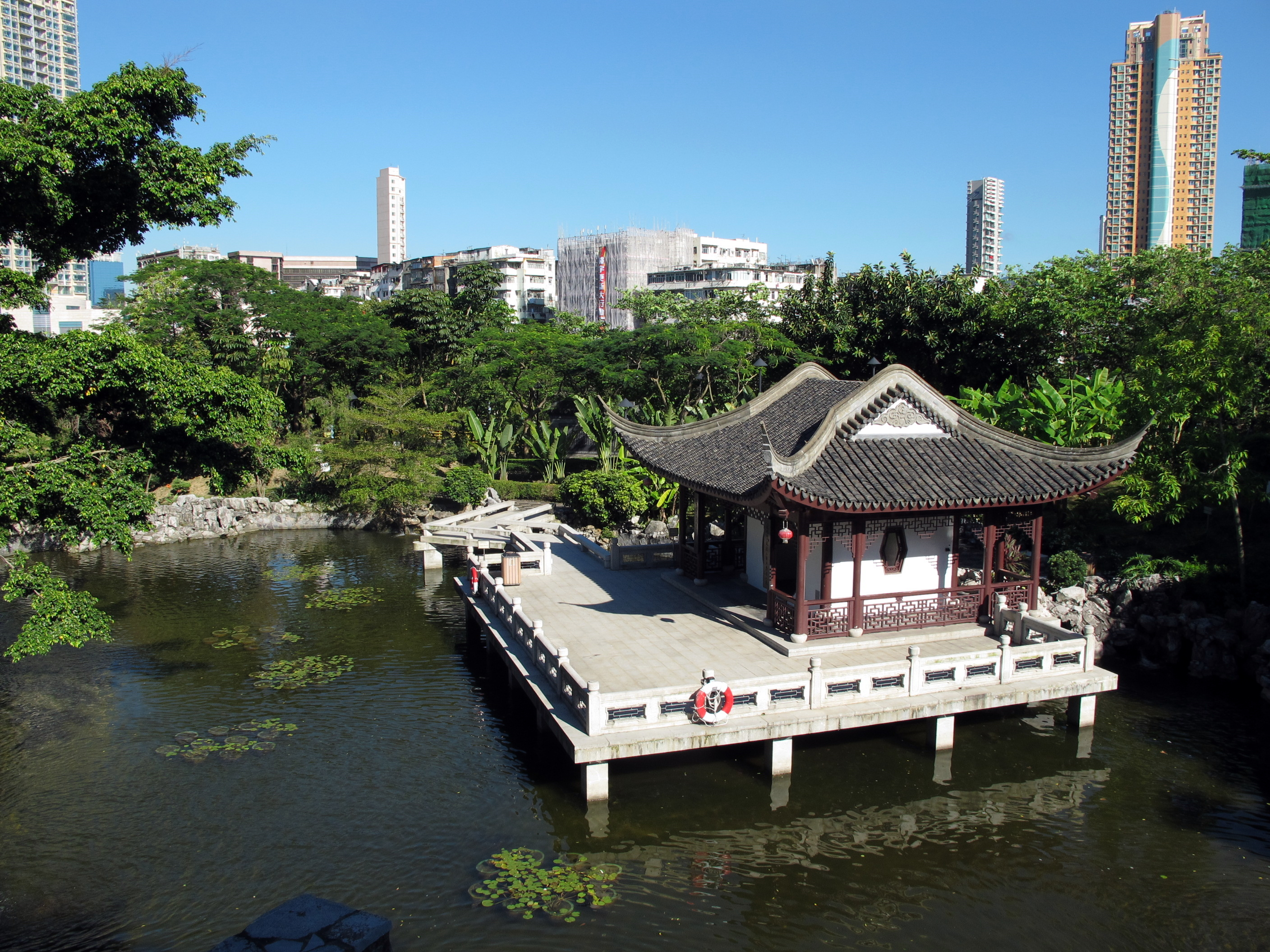 Kowloon_Walled_City_Park_View_3_201007.jpg
