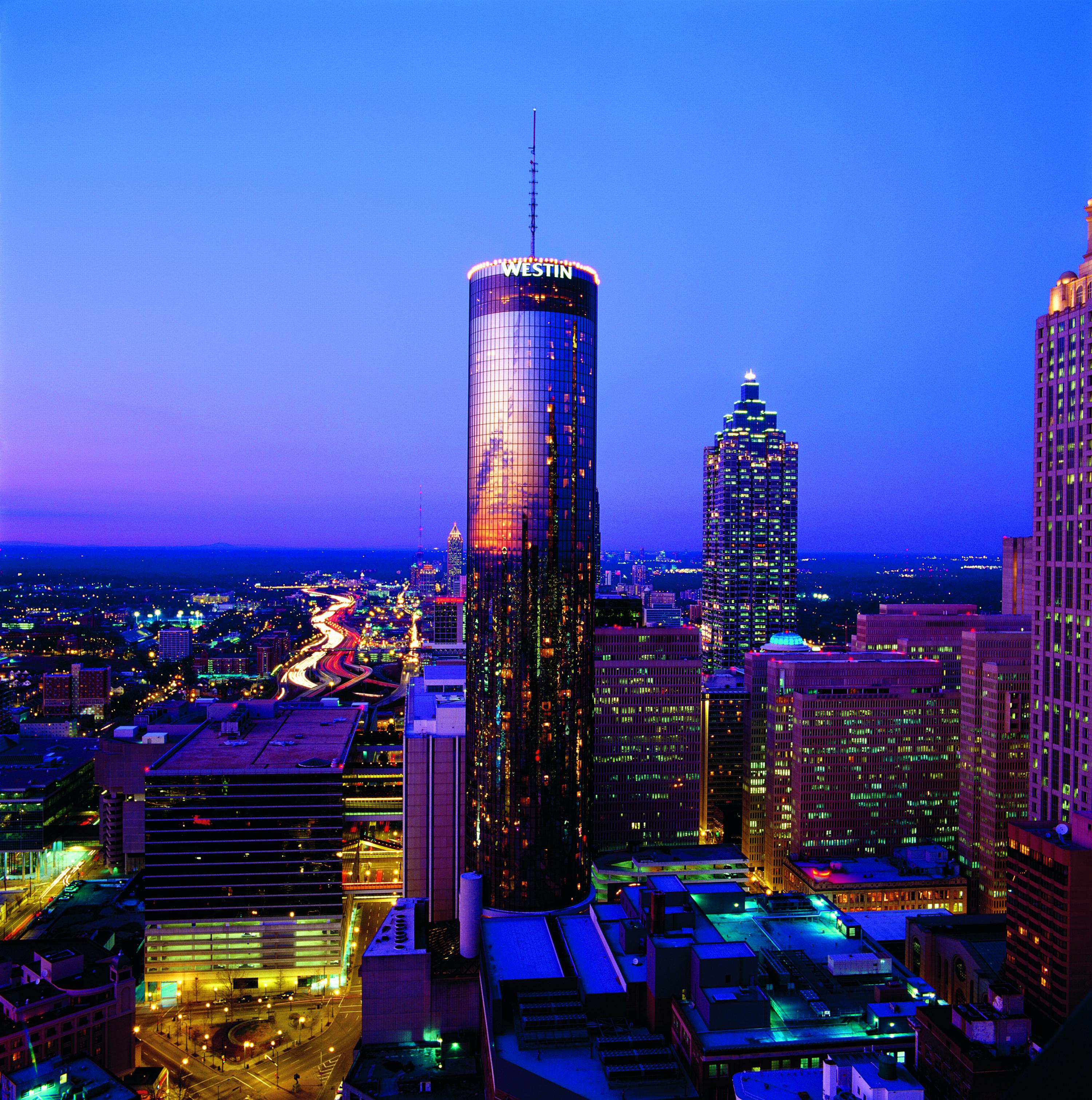 Atlanta-Westin-Peachtree-Plaza-Hotel-Night