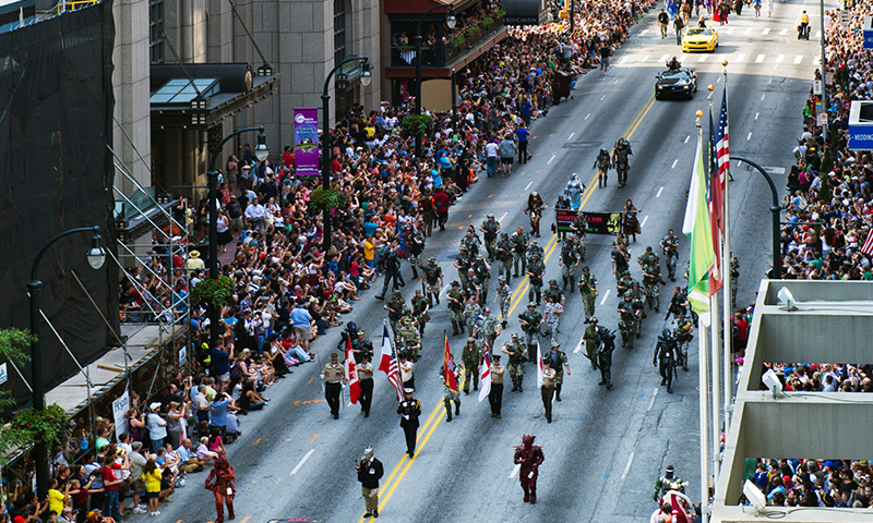 Grab a good spot to view the parade. (James Duckworth, AtlantaPhotos.com)