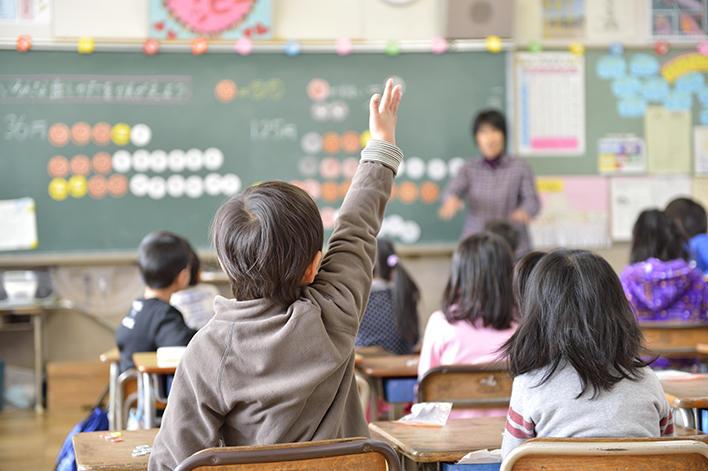 メインビジュアル : 「1人1台」の情報端末で、学校の授業や勉強のやり方が大きく変わる!