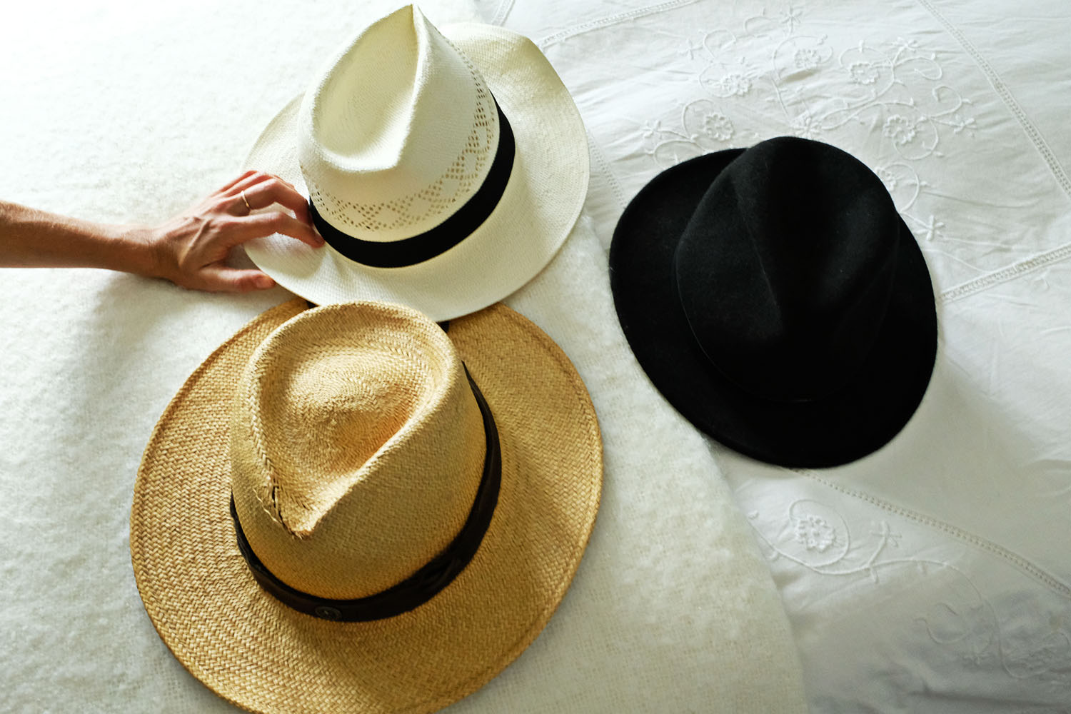ohdeardrea-travel-blog-how-to-pack-a-hats.jpg