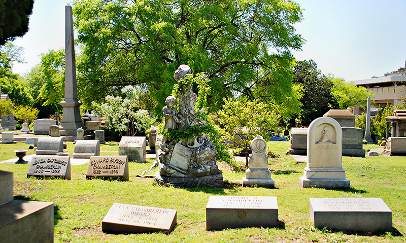 Hear about love stories from the past at Historic Oakland Cemetery. (Joleen Pete Photography)