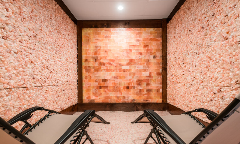 Relax in the breathing room at the Intown Salt Room. (📷 Intown Salt Room)