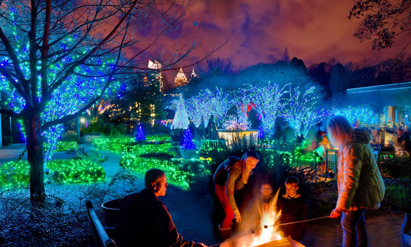 Here's Where To See Holiday Lights In Atlanta