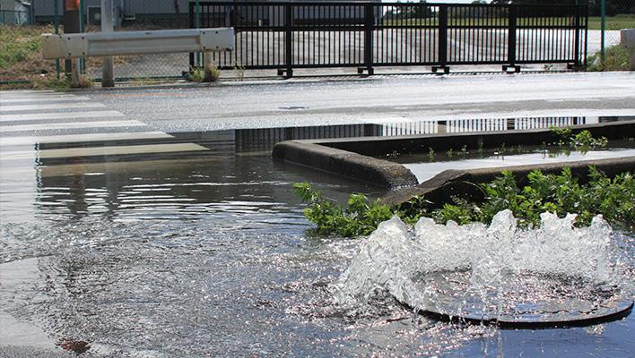メインビジュアル : 街中のマンホールで防災?! ゲリラ豪雨による氾濫被害を未然に防ぐ