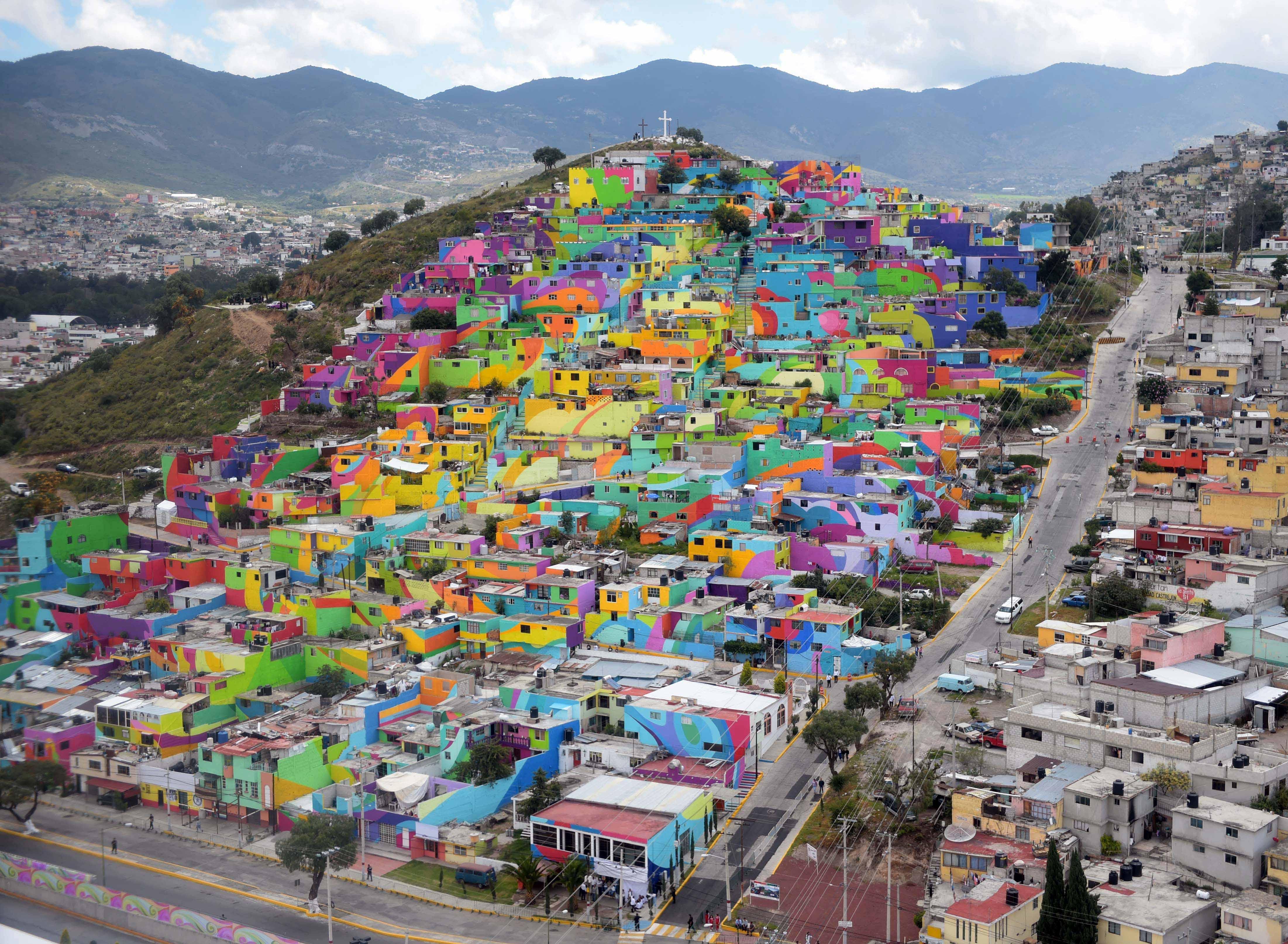 "Macromural_""Pachuca_se_Pinta"",_en_la_colonia_Palmitas_en_Pachuca,_Hidalgo,_México_(3).jpg"