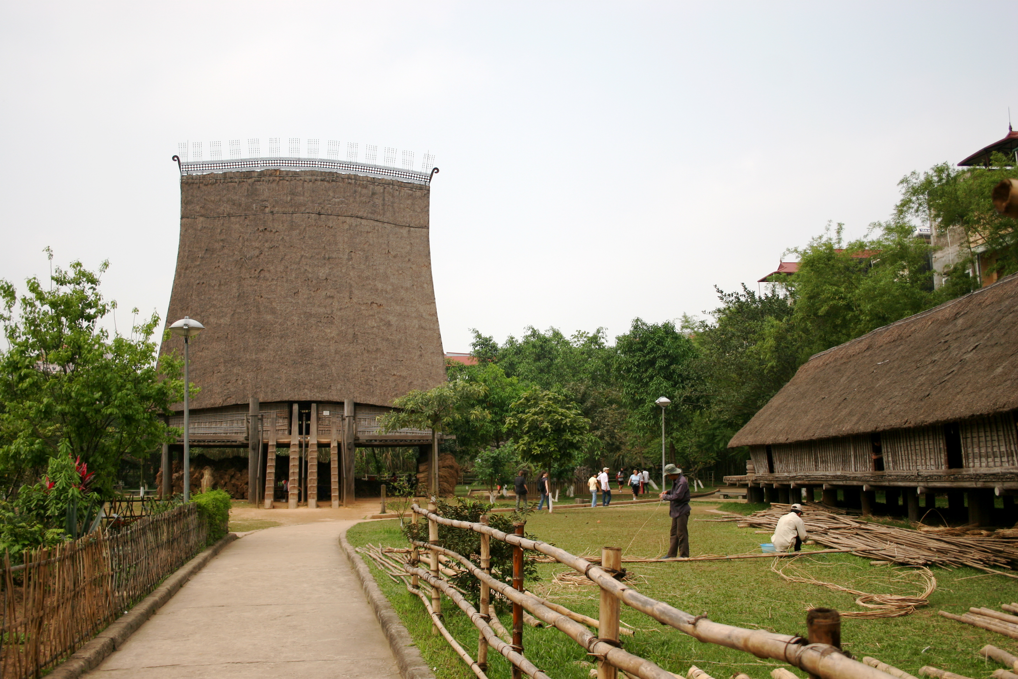 Stilt_house_at_Vietnam_Museum_of_Ethnology_2009.jpg