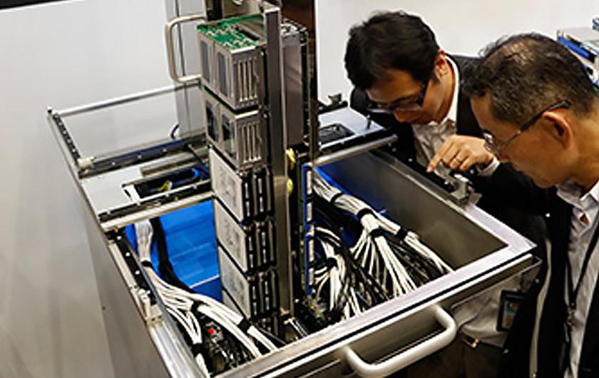メインビジュアル : サーバを丸ごと液浸して消費電力を30%削減! 斬新な冷却技術でデータセンターに革命を