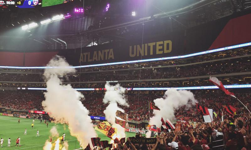 Atlanta United fans fill Mercedes-Benz Stadium. (Allie Bartelski/thereasonilove.com)